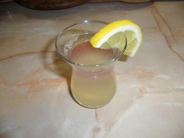 Вода с лимон за възпалени слюнчени жлези