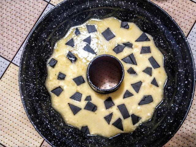 Кекс с парченца шоколад и стафиди