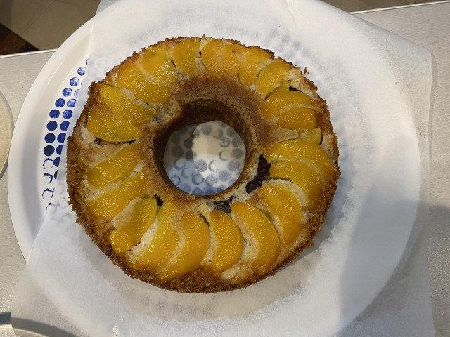 Кекс с компот от праскови