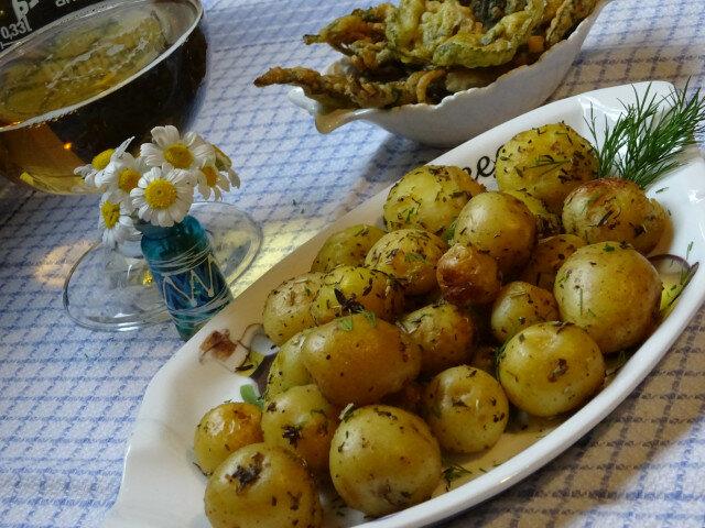 Пресни задушени картофи с копър и чесън
