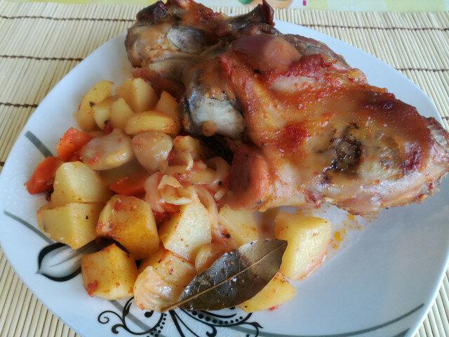 Гювеч със свински джолан и зеленчуци