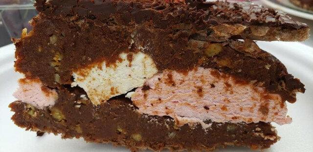 Сочна шоколадова торта